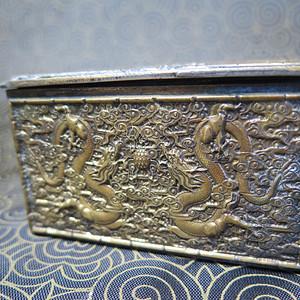 民国双龙戏珠铜盒