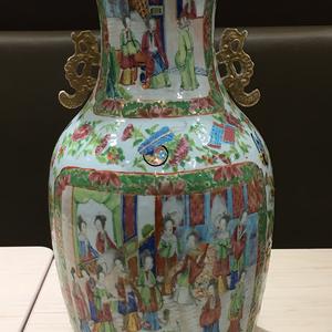 清中期广彩开光人物通景大花瓶