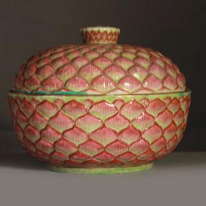 清道光 粉彩莲瓣纹盖碗