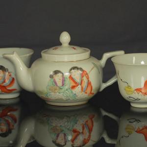 民国粉彩和合二仙纹茶壶茶杯三件
