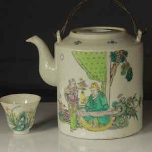 民国斗彩提梁壶茶杯两件