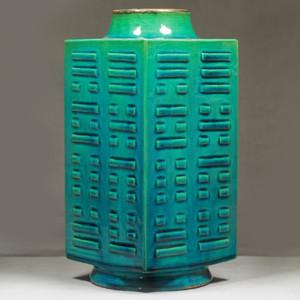 清代孔雀绿釉八卦纹琮式瓶