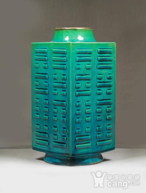清代孔雀绿釉八卦纹琮式瓶图1