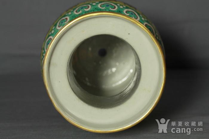 清代 黄地五彩寿字纹棒槌瓶一对带木座图7