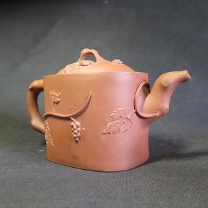 精品  清代名家款松鼠葡萄紫砂大壶