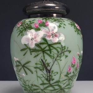 清代粉彩豆青釉 莲子罐