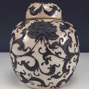 清中期代铁锈花莲子盖罐