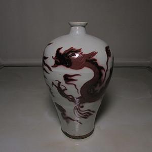 云龙纹釉里红梅瓶