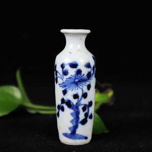 清代青花花卉绘画小赏瓶
