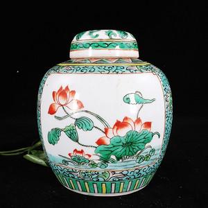 清代五彩花卉开窗绘画盖罐