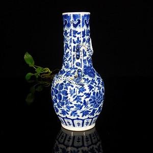清代青花宝相花双龙戏珠堆塑天球瓶