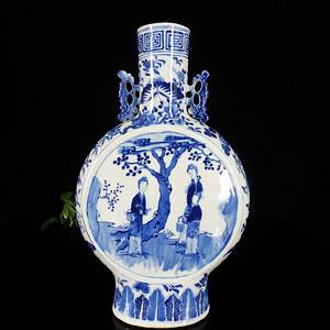 清代 号青花仕女开窗绘画抱月瓶