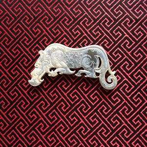 B103 青玉犀牛形饰件