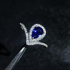 18K镶嵌蓝宝石戒指
