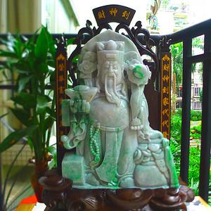 天然A货料细带阳绿财神到摆件。财神到,财神到家代代發,荣華富贵萭萭年。