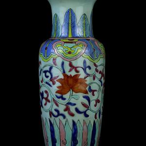 29清天青釉粉彩缠枝花卉纹观音瓶