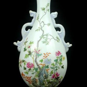 33民国粉彩洞石花卉纹锦带壁瓶
