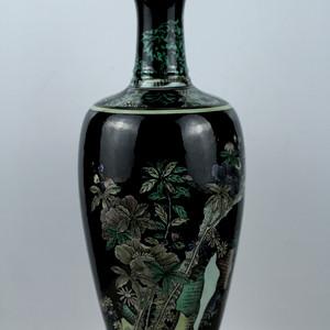 40民国墨地三彩洞石花卉纹莱菔瓶