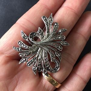 8053欧洲回流老银镶嵌铁矿石胸针