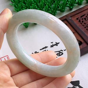 冰润带绿圆条手镯