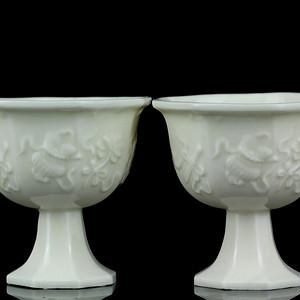 13清德化窑白釉八宝纹高足杯