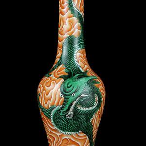 38清粉彩龙纹长颈瓶
