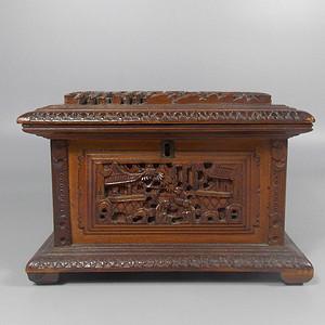 民国檀香木人物雕宝盒