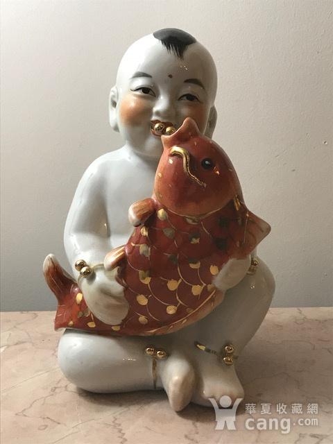7536 建国初瓷雕童子执鱼图1