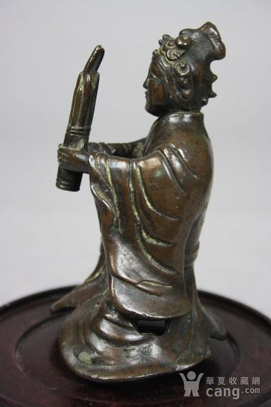 铜奏乐女俑造像图3