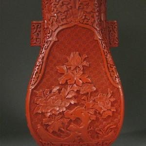 民国剔红花卉赏瓶