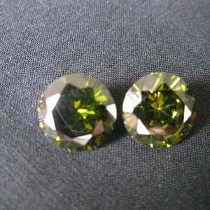 榄绿宝石钻戒