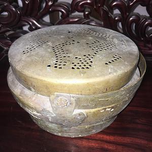 盖雕人物的老铜炉