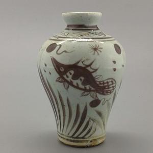 釉里红鱼纹梅瓶