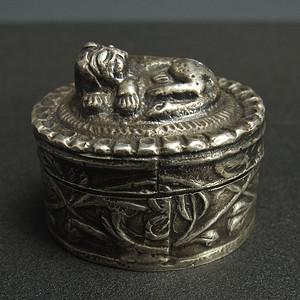 清代 鎏银精雕盒子