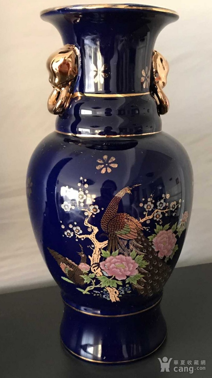 英国回流的蓝釉加彩描金瓶图1