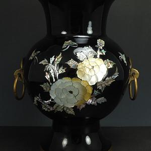 清代铜胎镶嵌螺鈿 橄榄尊,高31厘米