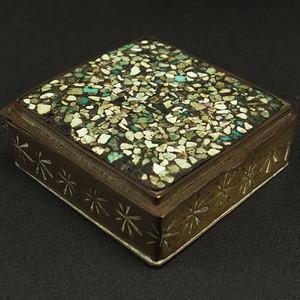 清代镶嵌天然绿松石随身烟盒子
