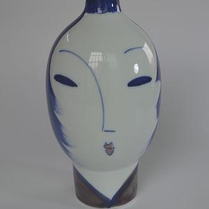 景德镇青花人脸瓶