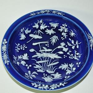 几十年的蓝釉堆花盆