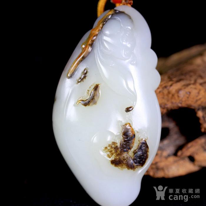 天然正品 苏工油皮巧雕 新疆和田玉黑皮籽料白玉把件 鲤鱼闹莲图4