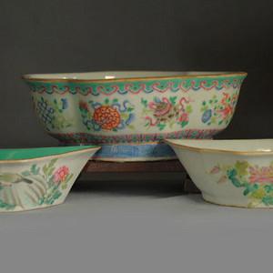 清代粉彩角碗海棠碗三个
