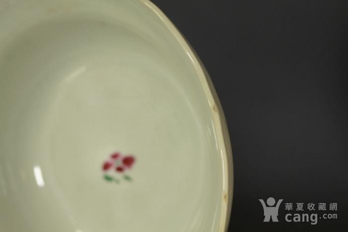 清雍正粉彩葵口束腰描金花鸟纹碗 带木座图9