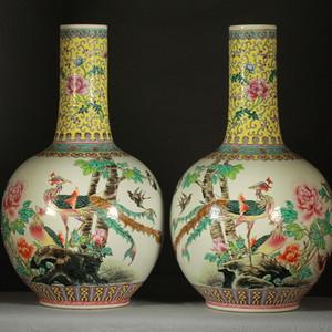 民国粉彩富贵花鸟纹天球瓶一对 43公分高