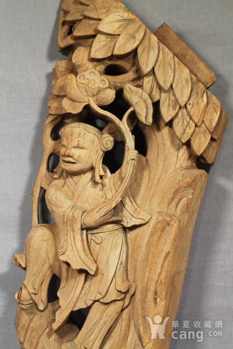 清代持莲童子大木雕 85厘米图1