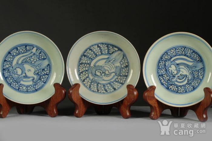 明代青花狮穿牡丹纹盘三个图2