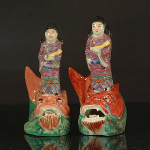 清代琴高乘鲤纹瓷塑两个