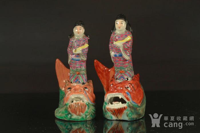 清代琴高乘鲤纹瓷塑两个图1