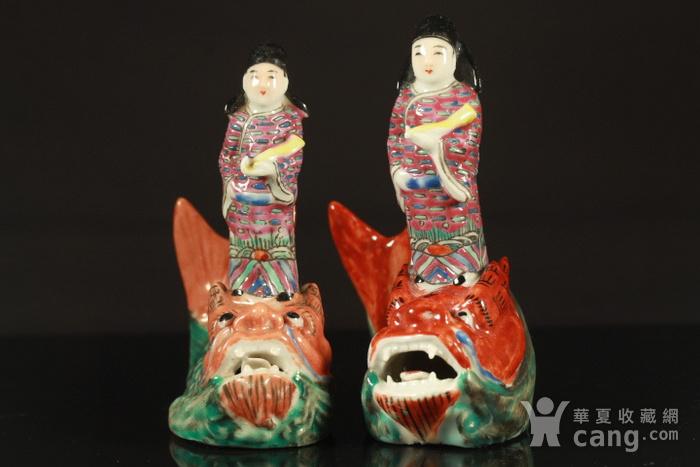 清代琴高乘鲤纹瓷塑两个图2