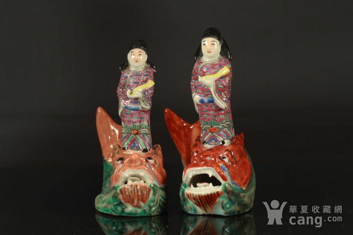 清代琴高乘鲤纹瓷塑两个图6