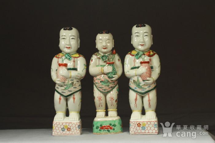 清代红绿彩招财童子三个图12